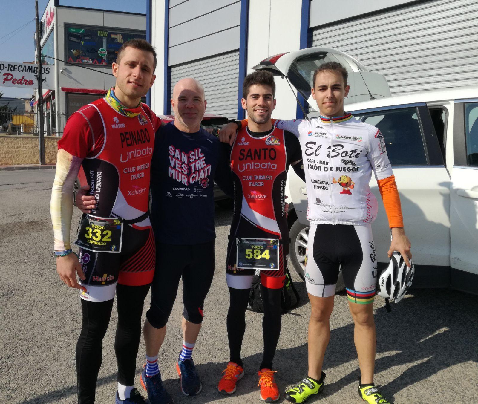 Nuestros_atletas_calientan_motores__Club_Triatlon_Murcia_Unidata_1