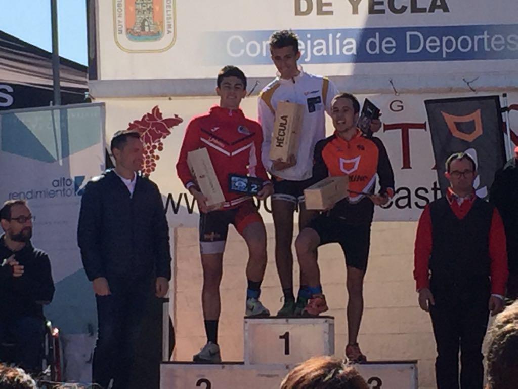 Nuestros_atletas_calientan_motores__Club_Triatlon_Murcia_Unidata_3