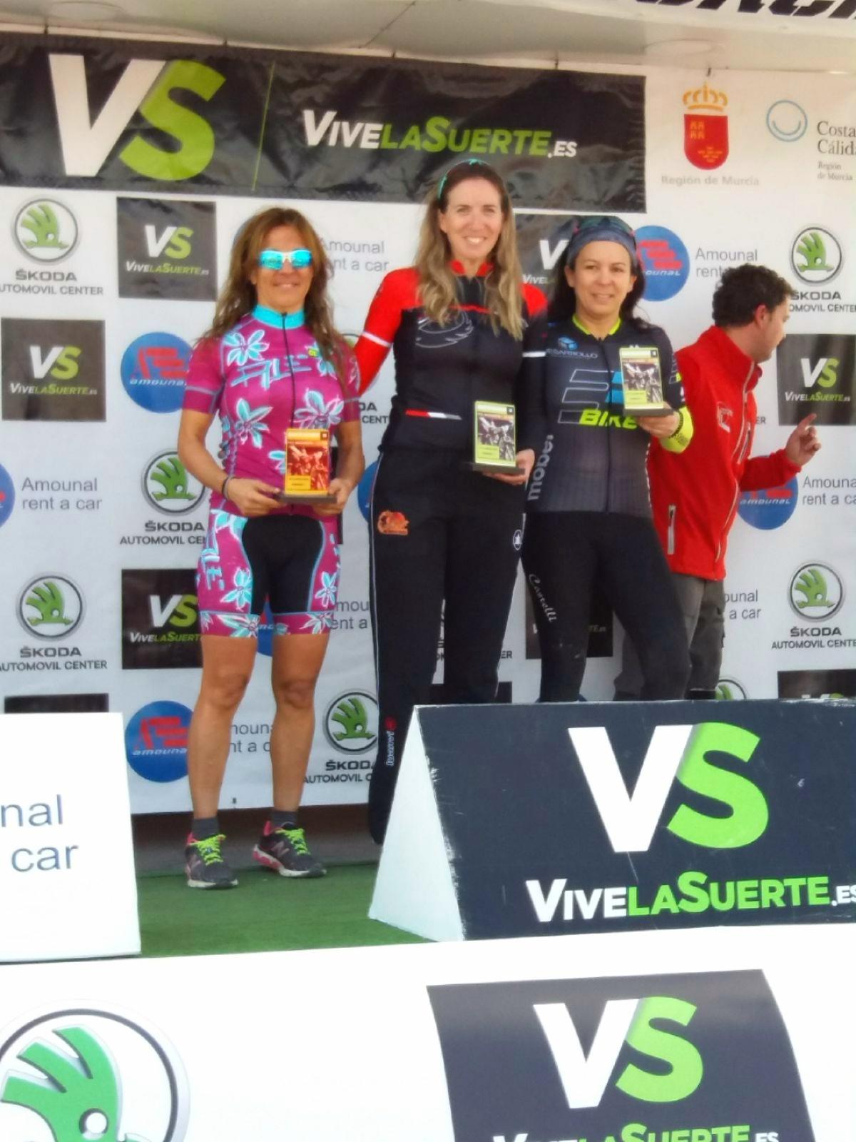 Nuestros_atletas_calientan_motores__Club_Triatlon_Murcia_Unidata_2